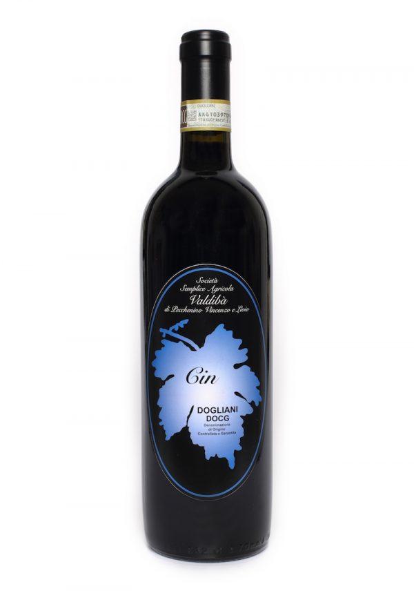 Una bottiglia di vino Cin prodotto dalla Società agricola Valdibà